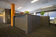 Balie bij GRM Expertises in Roosendaal uitgevoerd in hoogwaardige kwaliteit plaatmateriaal van Deco Legno.