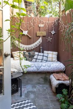 These small balconies, patios, and other exterior living spaces show how to make the most out of a little. Small Outdoor Spaces, Small Spaces, Small Space Living, Living Spaces, Living Room, Fresco, Oakland Apartment, White Wicker Furniture, Corner Seating