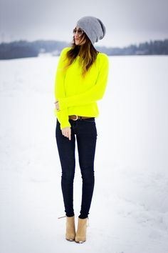 Emphasis: This outfit shows emphasis because on the sudden burst of color. The outfit is darker colors expept for the bright yellow sweater. Your eye first go to that and then they travel to the rest of the outfit. Looks Style, Looks Cool, Style Me, Classy Style, Skinny Jeans Ankle Boots, Mode Outfits, Winter Outfits, Winter Clothes, Summer Clothes