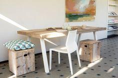 Bijzondere industriele tafel van gerecycleerd steigerhout in combinatie met stijlvolle schuine poten van staal. Het extra dikke blad geeft karakter aan de tafel.