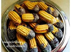 Βουτηματα Greek Christmas, Greek Cookies, Biscotti Cookies, Recipe Images, Dessert Recipes, Desserts, Something Sweet, Greek Recipes, Four