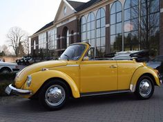 1973 Kever Convertible - Very nice and solid VW Beetle Convertible , no rust and very good driving order.  Fuel: Petrol   Number of doors: 2   Transmission: 4   Color: Geel   Mileage: 32.014 km   Year of building: 1973   Price:  $18,000