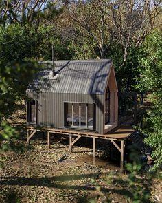 Small Cottage Homes, Small Tiny House, Tiny House Cabin, Forest Cabin, Forest House, Cabins In The Woods, House In The Woods, Prefab Cottages, Alpine Modern