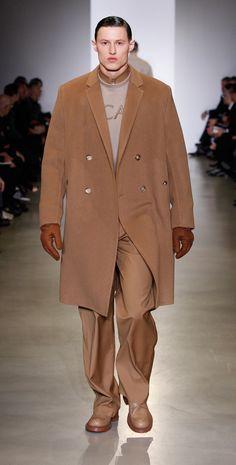 Il cappotto cammello è da sempre un vero must di stagione! E' perfetto, si sposa con tutti gli outfit, in particolare con il bianco, http://www.sfilate.it/236640/cappotto-color-cammello-must-have-guardaroba-lei-lui