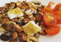 Roerei met kastanjechampignons en brie Lose Belly, Lunches, Potato Salad, Sausage, Brunch, Low Carb, Potatoes, Chicken, Meat