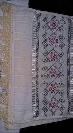 Kasuti Embroidery, Swedish Embroidery, Embroidery Works, Indian Embroidery, Embroidery Stitches, Cross Stitch Bookmarks, Cross Stitch Borders, Cross Stitch Designs, Cross Stitch Patterns