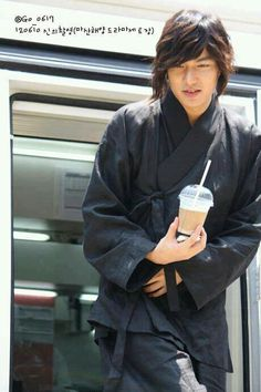 Lee Min Ho--love the coffee and the historical clothes too funny