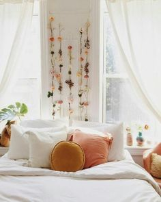 Brilliant And Affordable Boho Dorm Room Decor Ideas. Boho dorm room decor ideas by Posh Pennies. Dreaming of a boho dorm room? Check out the ultimate list of boho dorm decor essentials to create the coziest room on campus. Bohemian Bedrooms, Girl Bedrooms, College Bedrooms, College Bedroom Decor, Bohemian Apartment, Cozy Apartment, Bedroom Apartment, Apartment Living, Living Rooms