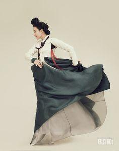 서미교의 춤 신윤복전 <미인 춤으로 깨어나다> 2017.04.23 pm5 동탄 반석아트홀 www.migyo.net #서미교 #이영희한복 #신윤복 #3D #융복합 #무용 Korean Hanbok, Korean Dress, Korean Outfits, Korean Traditional Dress, Traditional Dresses, Cute Korean, Korean Art, Asian Steampunk, Culture Clothing