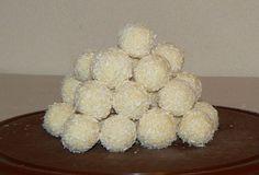 Kokosové kuličky s praženou mandlí :: FOODstyle
