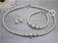 Op maat gemaakte sieraden voor de bruid.