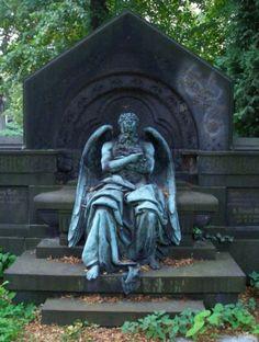 Chronos, god of time, with wings like an angel, sleeping on Georg Wolff grave at Friedhof IV der Gemeinde Jerusalems- und Neue Kirche. Sculptor: Hans Latt, around 1904
