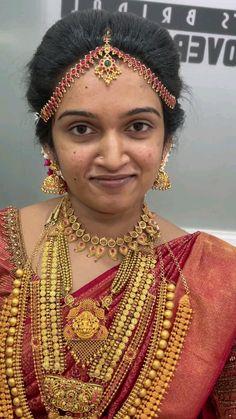 South Indian Bride Saree, Kerala Wedding Saree, South Indian Bride Hairstyle, Bridal Makeup Looks, Indian Bridal Makeup, Indian Bridal Fashion, 10 Most Beautiful Women, Beautiful Women Videos, Indian Wedding Photos