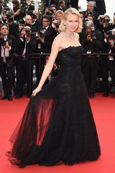 Naomi Watts wore a strapless Ralph Lauren gown from the autumn/winter 2015 collection to the the [i]Mad Max: Fury Road[/i] premiere during the Cannes Film Festival. Oscar Dresses, Glam Dresses, Red Carpet Dresses, Pretty Dresses, Stunning Dresses, Long Dresses, Awesome Dresses, Naomi Watts, Celebrity Red Carpet