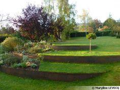 Marilyne LEVECQ a utilisé de l'acier Cordten pour donner un relief venu d'ailleurs à ce jardin