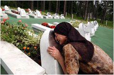 """``Srebrenica Genocide - Thousands of killed Muslim Bosnians``   ``Sırbistan Parlamentosu, Srebrenica'daki soykırımına `katliam' diyor   SIRBİSTAN hükümeti hazırlanan `Srebrenica katliamı' isimli ve Bosnalı Müslümanlar'a yönelik resmi `özür metini' parlamento gündemine geliyor. Koalisyon hükümetinin de desteğini alan metinde, Bosnalı Müslümanlar'dan """"Sırp silahlı güçleri ve paramiliter elemanlar tarafından yapılan [...]``"""