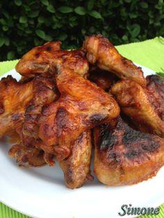 Ropogós, pácolt csirkeszárnyak   Simone gasztroságai Tandoori Chicken, Chicken Wings, Bacon, Bbq, Meat, Ethnic Recipes, Food, Barbecue, Barrel Smoker