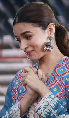 Alia Bhatt Biography - Age, Height, Wiki, Family & More - BuzzzFly Bollywood Celebrities, Bollywood Actress, Indian Celebrities, Bollywood Stars, Bollywood Fashion, Alia Bhatt Photoshoot, Aalia Bhatt, Alia Bhatt Cute, Indian Wedding Jewelry