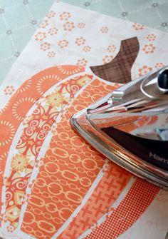 Halloween Quilts, Halloween Placemats, Halloween Sewing, Manualidades Halloween, Pumpkin Art, Paper Pumpkin, Fall Quilts, Autumn Crafts, Christmas Crafts
