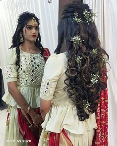 Simple Saree Blouse Designs, White Blouse Designs, Choli Blouse Design, Choli Designs, Mirror Work Kurti Design, Mirror Work Blouse Design, Mirror Work Lehenga, Blouse Designs Catalogue, Green Lehenga