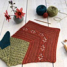 Ravelry: Höstfägring (Autumn Garden) CAL pattern por no jardim de fios Crochet Diagram, Crochet Shawl, Half Double Crochet, Single Crochet, Shawl Patterns, Autumn Garden, Llamas, Hobbit, Color Change