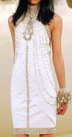 Que tal a idéia para noivas modernas?  Chanel Haute Couture