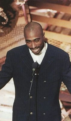 hip hop rap class smile amazing old school Tupac handsome west side shakur west coast 1996 idol pac 2pac Makaveli, Tupac Art, Tupac Music, Tupac Pictures, 2pac Images, Best Rapper, Tupac Shakur, American Rappers, Hipster Outfits