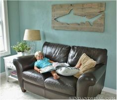 making wall art from old pallets--great idea for a boy's room or basement