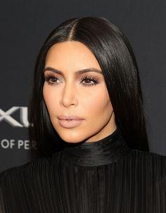 Kylie Jenner texted me to say she loves my look - Kim K says Looks Kim Kardashian, Kardashian Beauty, Kardashian Family, Kardashian Style, Kardashian Jenner, Kardashian Fashion, Kardashian Photos, Kylie Jenner, Kim K Style