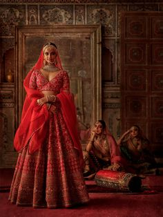 """Mumbai Stories"": Photographer Tarun Khiwal Perfectly Captures Traditional Indian Bridal Fashion With Modern Aethetic indian wedding ""Mumbai Stories"": Photographer Tarun Khiwal Perfectly Captures Traditional Indian Bridal Fashion With Modern Aesthetic Indian Bridal Outfits, Indian Bridal Lehenga, Indian Bridal Fashion, Indian Bridal Wear, Indian Designer Outfits, Sabyasachi Bridal Collection, Indiana, Bridal Style, Anita Dongre"