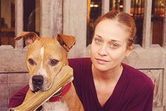 Fiona Apple https://sugarpitbulls.wordpress.com/2015/03/17/mulheres-famosas-e-pitbulls-2/