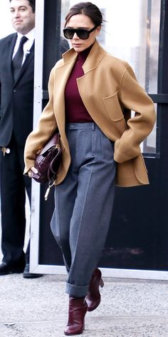 Victoria Beckham In a Classic Camel Coat, Tailored Trousers, Burgundy boots & bag. Moda Victoria Beckham, Victoria Beckham Outfits, Victoria Beckham Style, Victoria Beckham Fashion, Trend Fashion, Winter Fashion Outfits, Autumn Fashion, Womens Fashion, Fashion Fashion