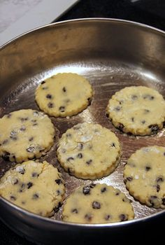 Use gluten free ingredients.Sometimes the simplest recipes are the best. Take Welsh Cakes, for example. It just doesn't get much more basic and simple than Welsh. Donut Recipes, Banana Bread Recipes, Baking Recipes, Cookie Recipes, Dessert Recipes, Baking Breads, Welsh Cakes Recipe, Welsh Recipes, Scottish Recipes