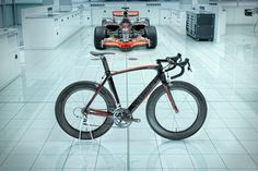 specialized is creating the world's fastest road bike in collaboration with mclaren and - designboom Bicycle Race, Bike Run, Road Cycling, Cycling Bikes, Mtb, Performance Bike, Mclaren F1, Mens Gear, Autos