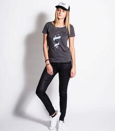 "tee-shirt ""éclair"" gris vintage #womenshirt #womentee-shirt #fashion blancCasquette trucker brownPolo Steve McQ #clothesforbikers #fashion #vintagestyle #hipsterlook #custombike #classicmotorcycle #bikersapparel #chopper #bobber #caferacer #polo #steveMcqueen #gentlemens-factory.com #trucker #organicshirt #frenchstyle #casquette #casquetteus #cap #vintagecap #laurentscavone photos : http://scavonelaurentphotos.tumblr.com"
