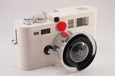 LEGOで作ったLeica M8がナイス http://www.246g.com/log246/2012/06/leica-m8-made-by-lego.html