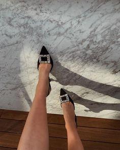 Imagem de fashion, heels, and inspo Dr Shoes, Crazy Shoes, Me Too Shoes, Shoes Heels, Pretty Shoes, Cute Shoes, Manolo Blahnik Heels, Aesthetic Shoes, Looks Chic