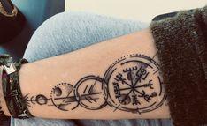 Compass Tattoos Arm, Viking Compass Tattoo, Viking Tattoo Sleeve, Wrist Tattoos, Mini Tattoos, Sleeve Tattoos, Symbolic Tattoos, Unique Tattoos, Beautiful Tattoos