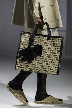 Fashion Labels, Fashion Bags, Fashion Shoes, Runway Fashion, Casual Chic Style, Look Chic, Edgy Shoes, Best Handbags, Fendi Bags