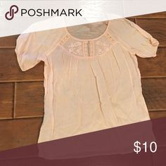Old navy top Old navy pink top! Pair with linen pants or jeans. Flower detail song neckline and elastic sleeves Old Navy Tops Blouses