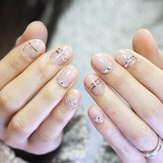 Maybe you have discovered your nails lack of some trendy nail art? Yes, recently, many girls personalize their nails with lovely … Minimalist Nails, Cute Nails, Pretty Nails, Nagellack Trends, Manicure E Pedicure, Nagel Gel, Beautiful Nail Art, Nail Arts, Nails Inspiration