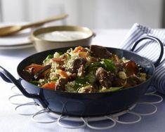 Unser beliebtes Rezept für Couscous-Gemüse-Pfanne mit Lammfilet und mehr als 55.000 weitere kostenlose Rezepte auf LECKER.de.