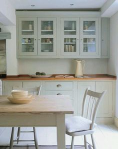 Country kitchen in Farrow & Ball French Gray Plain English Kitchen, English Kitchens, Grey Kitchens, Home Kitchens, Modern Kitchens, Kitchen Paint, Home Decor Kitchen, New Kitchen, Kitchen Dining