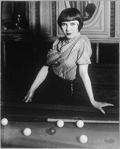 Fille de joie [prostitue] au billard russe, boulevard Rochechouart, Montmartre,1932             Brassaï, aka Halasz Gyula (1899-1984)