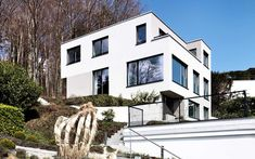 Schweizer Architektur: Modernes EFH am Waldrand mit Blick auf die Alpen, m3 Architekten Zürich Multi Story Building, Mansions, House Styles, Home Decor, Detached House, Alps, Architecture, Projects, Swiss Guard