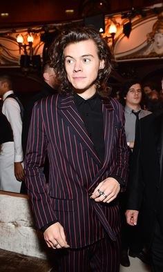 This video of Harry Styles embracing an unexpected friend blew our minds…