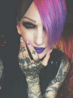 Jeffree Star I love the hair and make-up