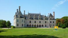 Le château de Beauregard est situé dans la commune de Cellettes dans le département de Loir-et-Cher en région Centre, à environ 10km du château de Blois. Il est en bordure de  la forêt de Russy, la présence d'un manoir est attesté dès le XVe siècle ainsi qu'une chapelle de la même époque, mais aujourd'hui ruinée. L'intérêt du château de Beauregard est sa superbe galerie de 327 portraits s'étalant sur plus de 300 ans, son église ruinée et son cabinet des Grelots.