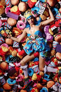 Cara Delevingne rocks a graphic dress For Love Magazine and it's adorable. // #Fashion