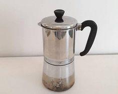 Vintage cafetière italienne cafetière cuisinière rétro | Etsy Espresso Maker, Coffee Maker, Machine Expresso, Italian Espresso, Retro Mode, Cafetiere, My Etsy Shop, Unique Jewelry, Check